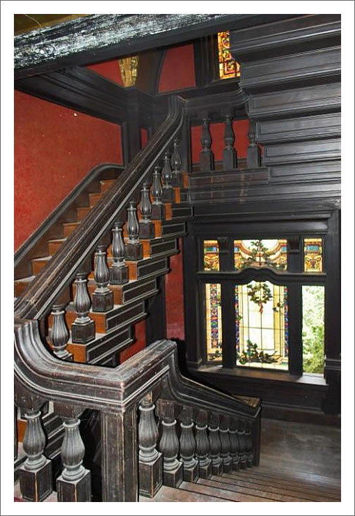 2550 Webster: Stairs