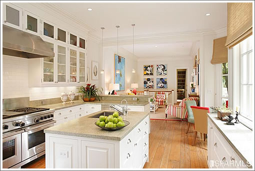 2209 Pacific: Kitchen