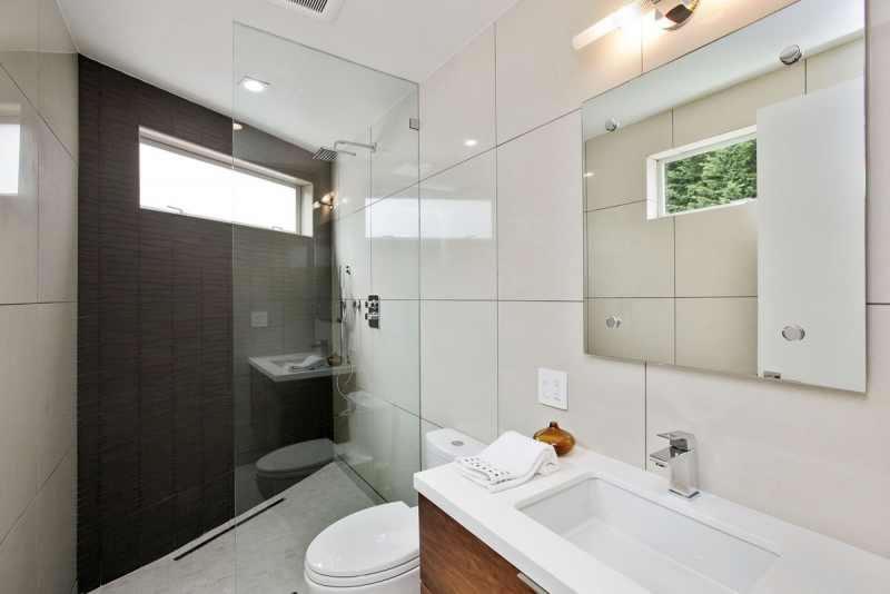135 Yukon Shower
