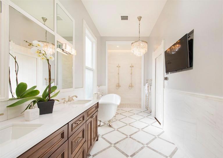 2111 Broderick Bath