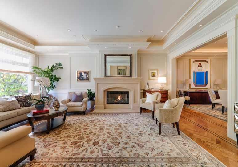 2604 Pacific Avenue Living Room
