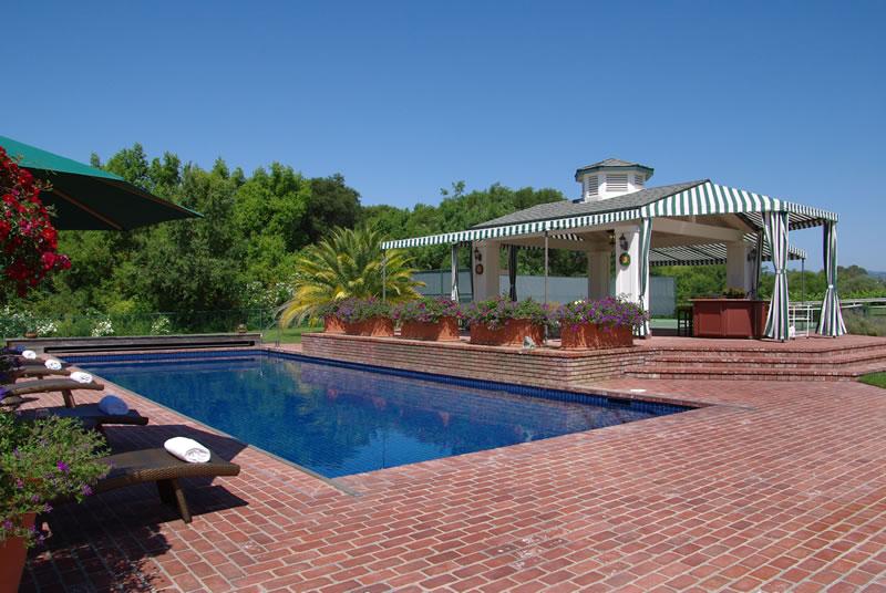 Vineyard Knolls Pool