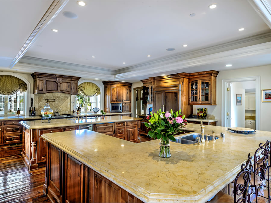 10 Serenity Lane Kitchen