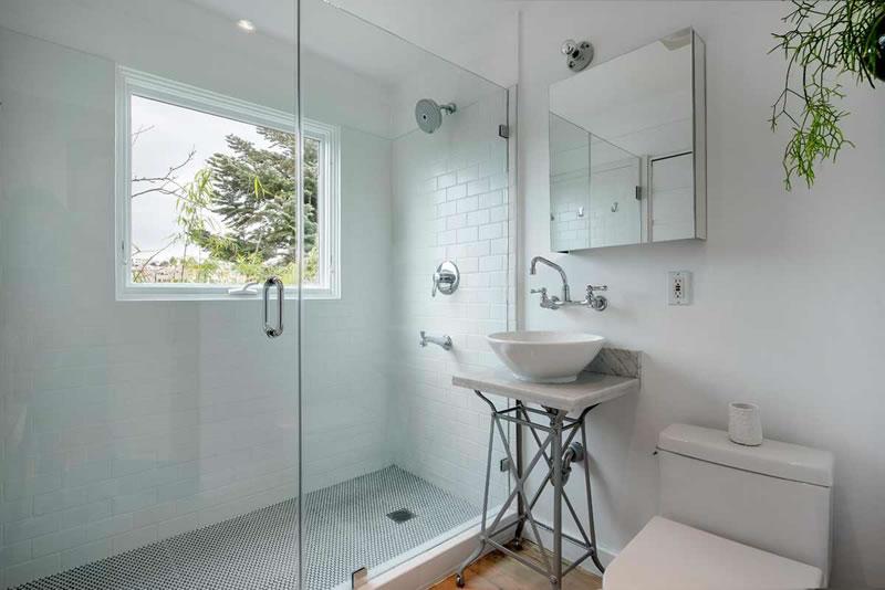 247 Ney Bathroom