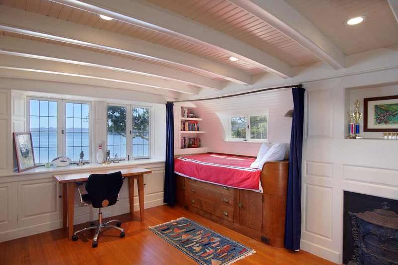 296 Beach Road, Belvedere - Cabin Room