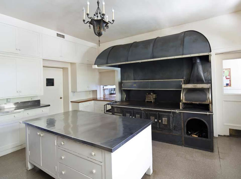 891 Crystal Springs Drive Stove