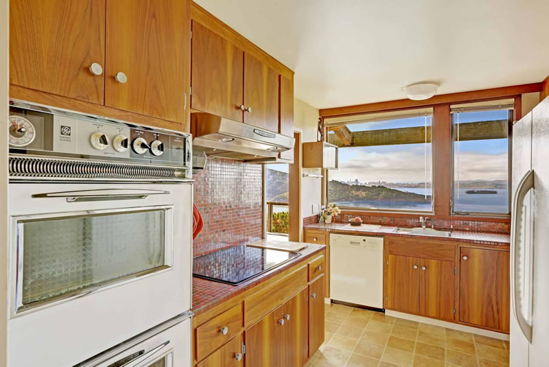 1930 Straits View Drive Kitchen