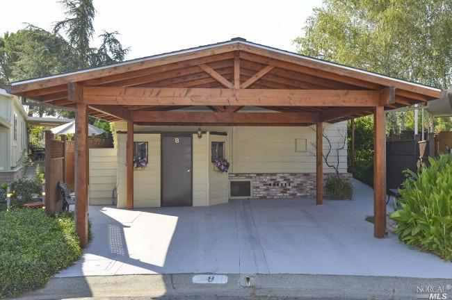 8 Los Robles Court Carport