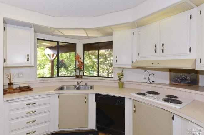 8 Los Robles Court kitchen