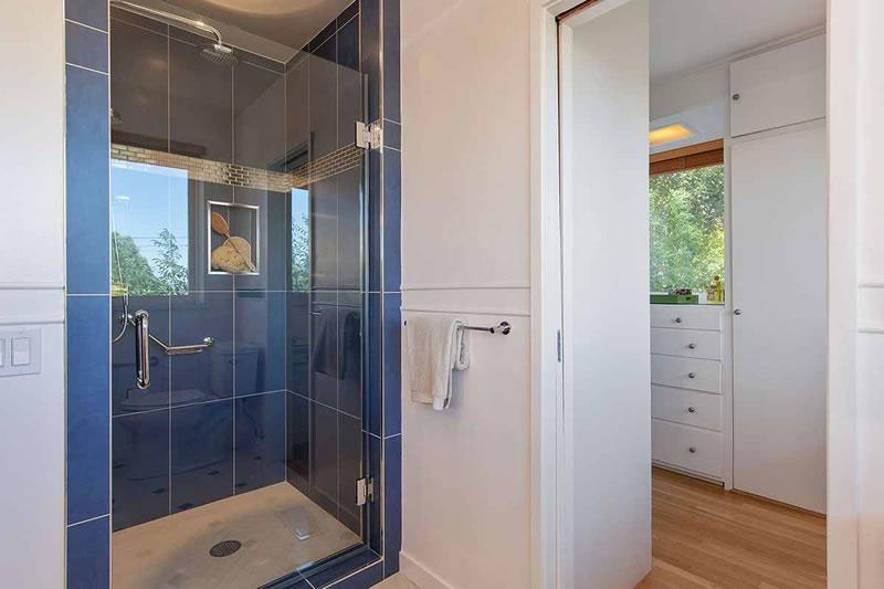 1641 Green Bathroom