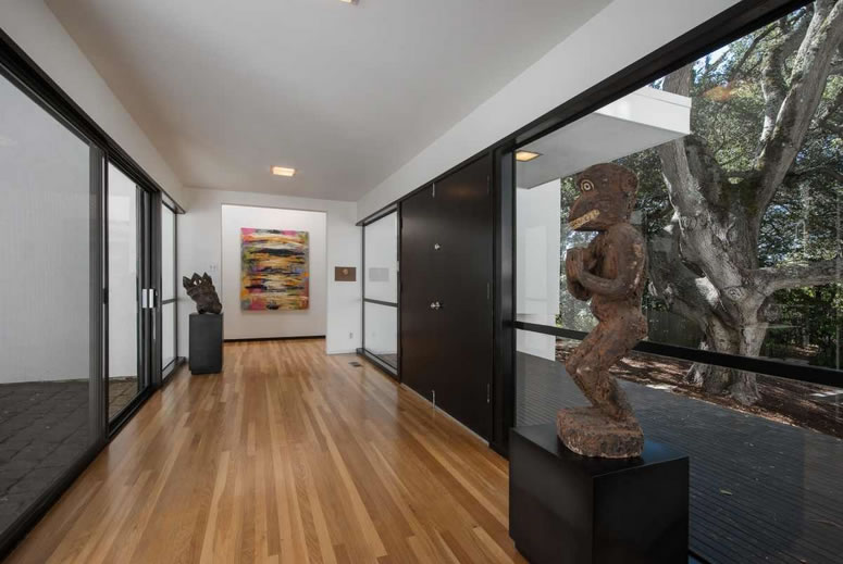 256 The Uplands Entry Hall