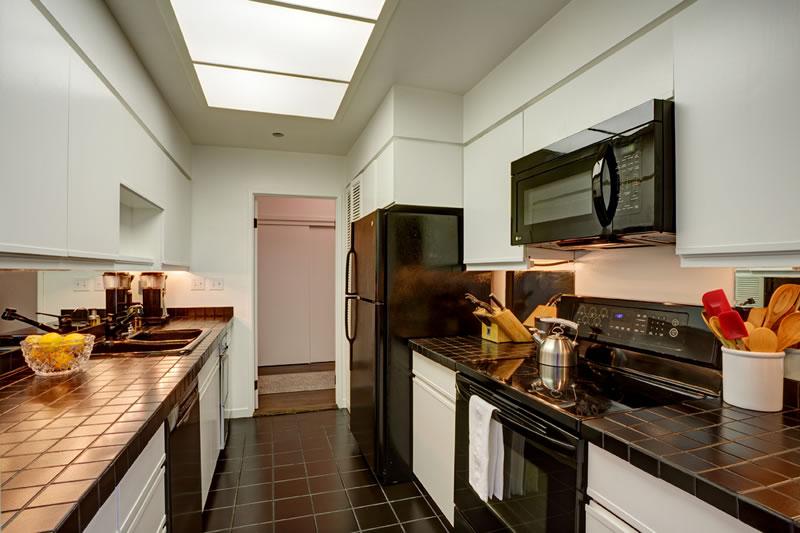 101 Lombard #812W Kitchen 2106