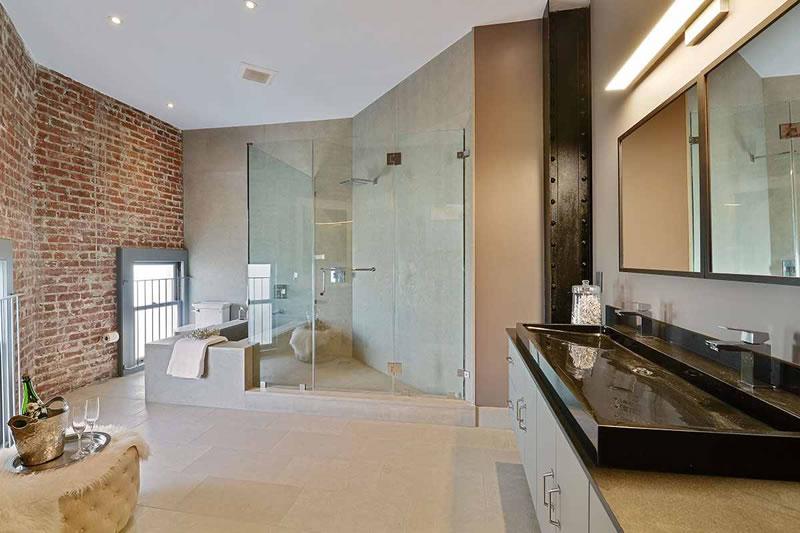 651 Dolores 2016 - Bathroom