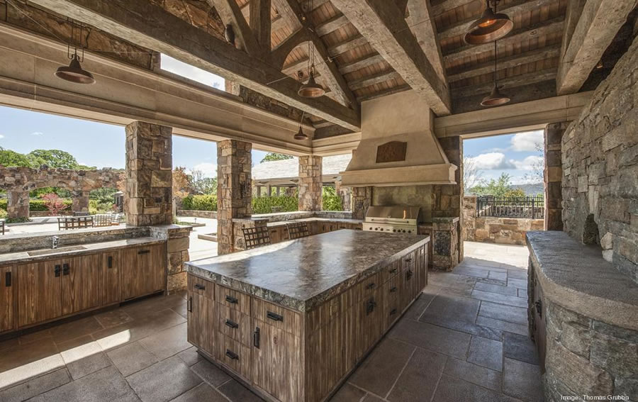 Fieldhaven Estate: Outdoor Kitchen