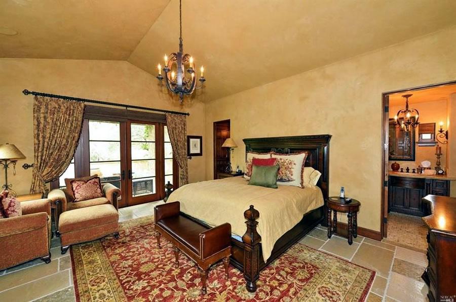 8424 Saint Helena Highway Bedroom