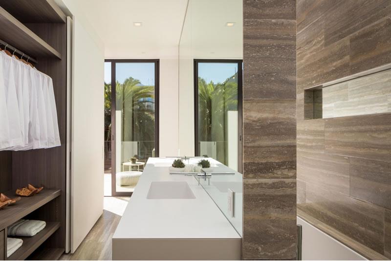 50-oakwood-bathroom