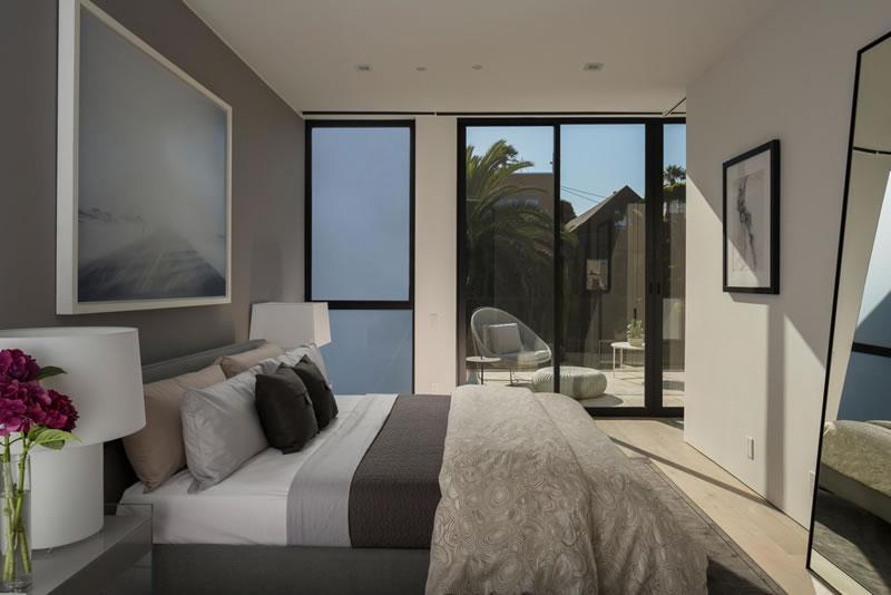 50-oakwood-bedroom