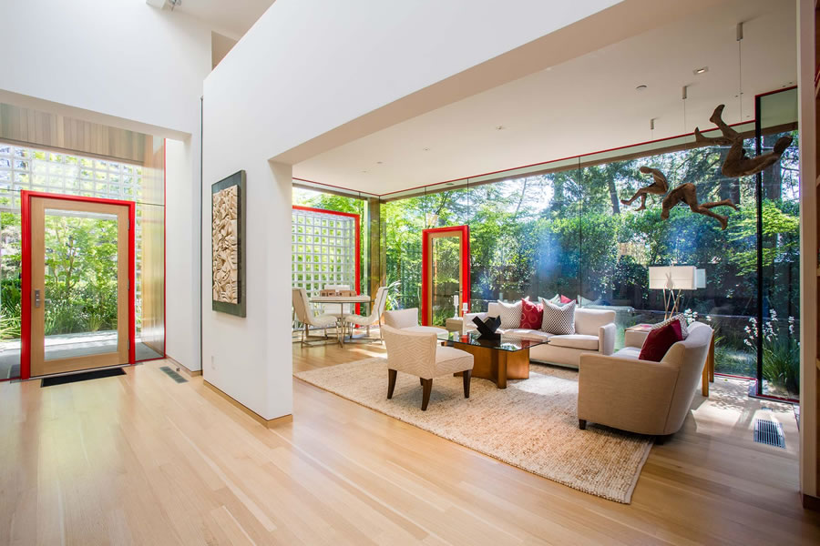 Menlo Park House of Light Fetches $5.5 Million