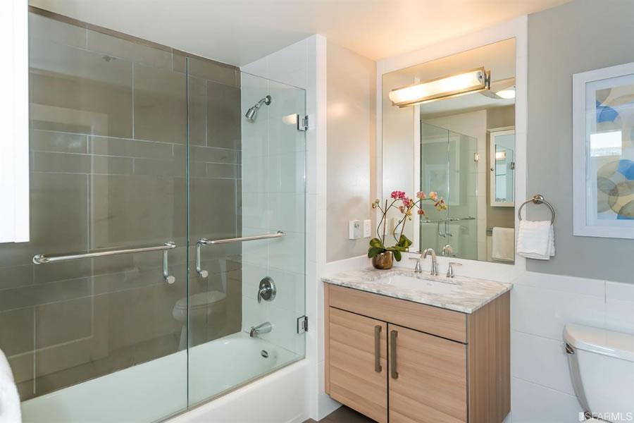 555 4th Street #802 Bathroom