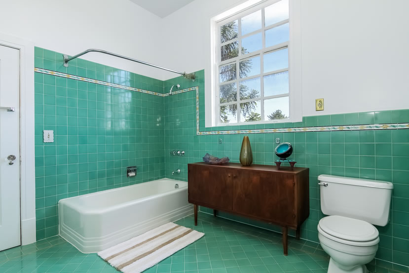 2840 Claremont Boulevard Bathroom