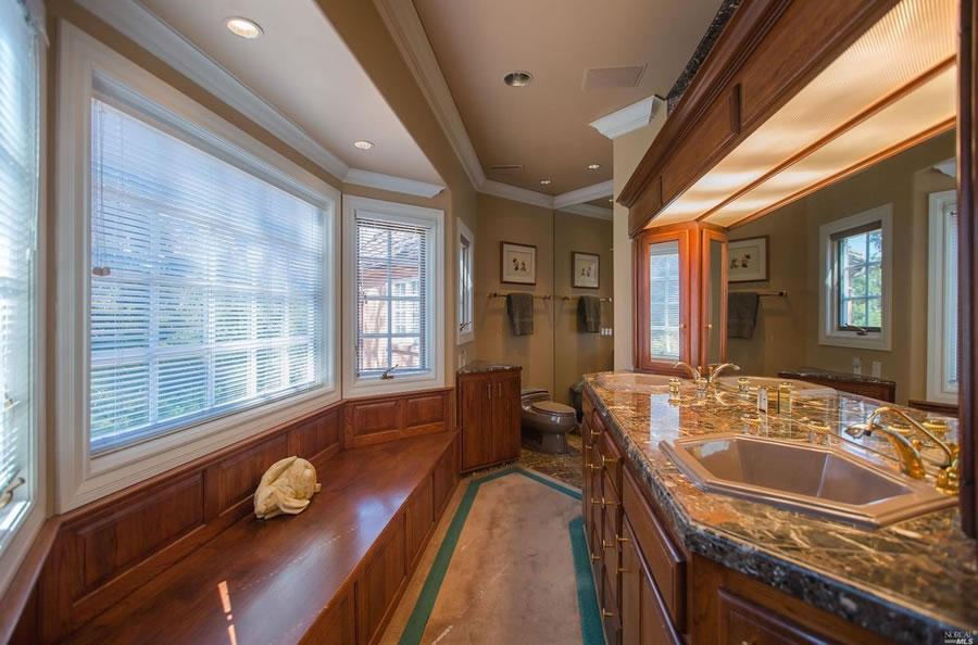 700 Kings Mountain Road Bathroom