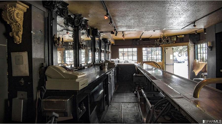 The Lion Pub Bar