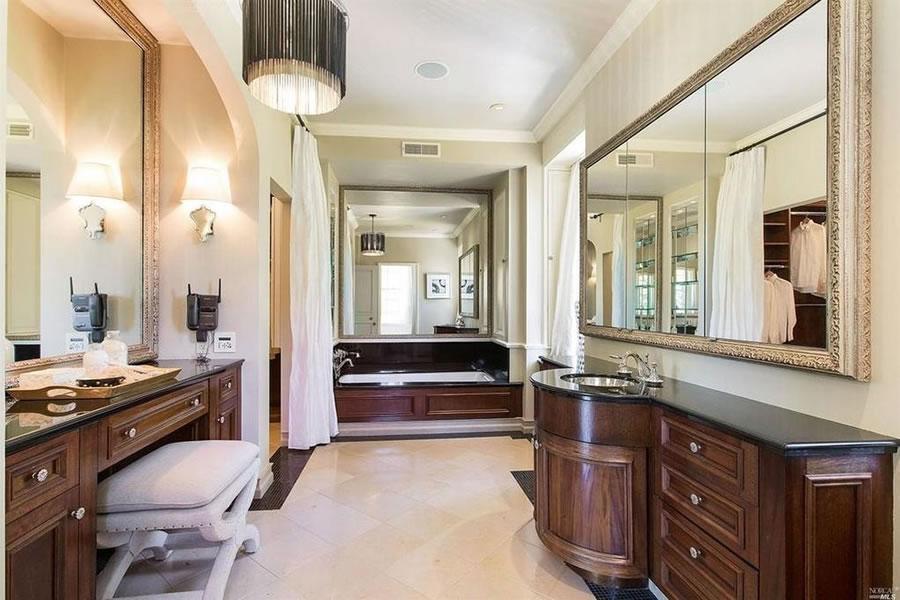 11 Circle Drive Bathroom
