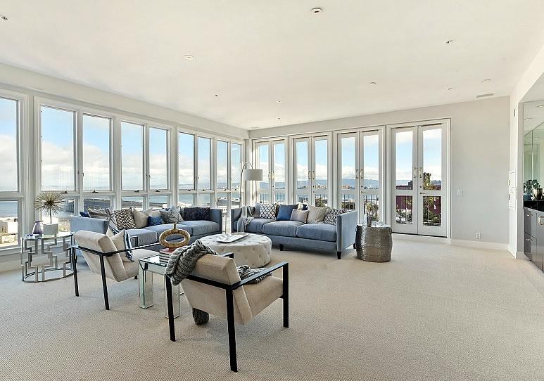 175 Francisco #20 Living View 2017