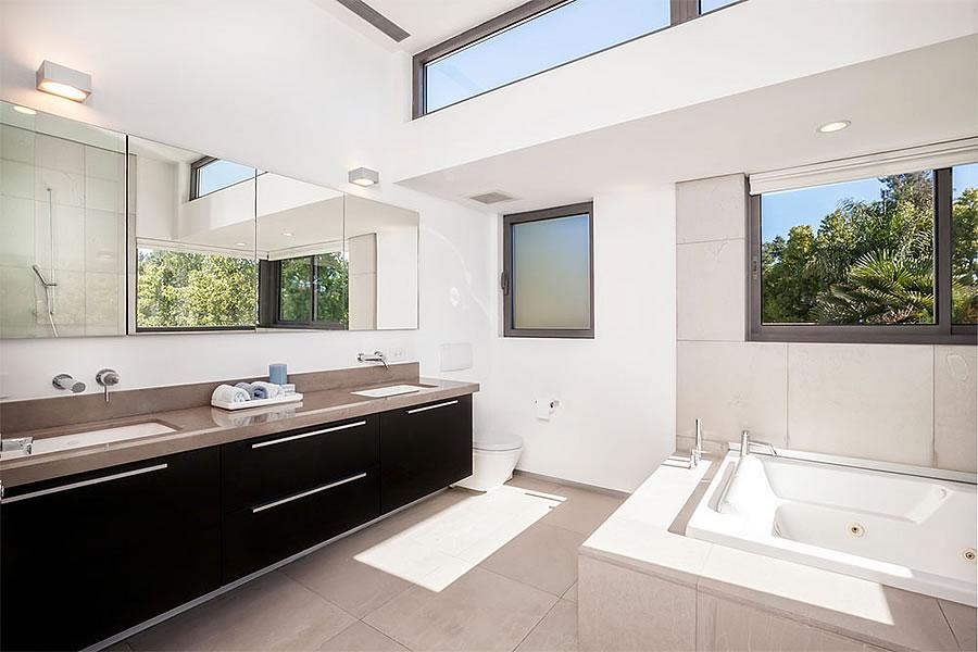 925 Addison Avenue - Master Bath
