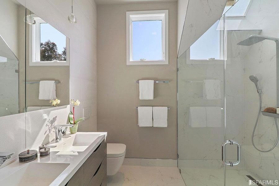 4316 25th Street 2017 - Bathroom