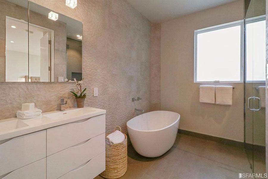 4316 25th Street 2017 - Lower Bath