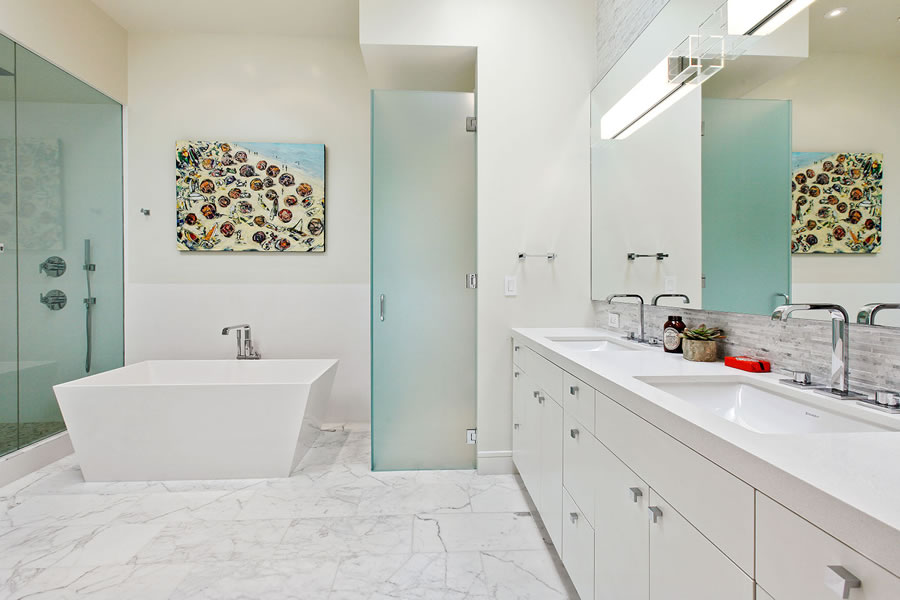 2652 Chestnut - Bathroom
