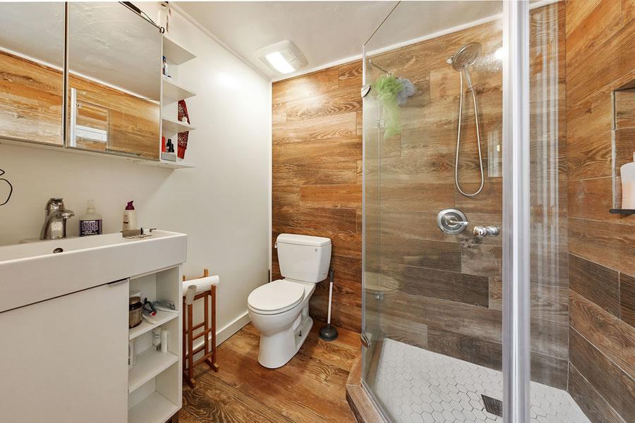 3075 21st Street Bathroom