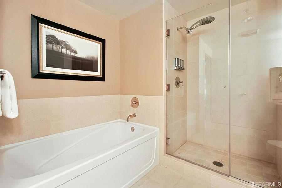 301 Main Street #28F Bathroom