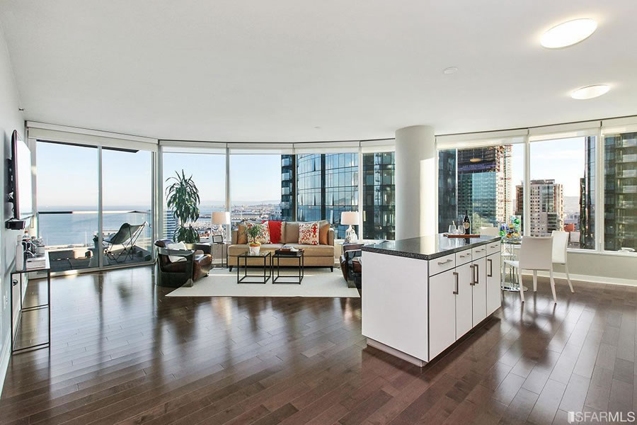 Luxury Two-Bedroom with Views Fetches $424K Under 2015 Price