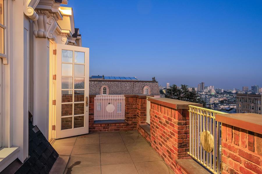 3001 Pacific Avenue Balcony