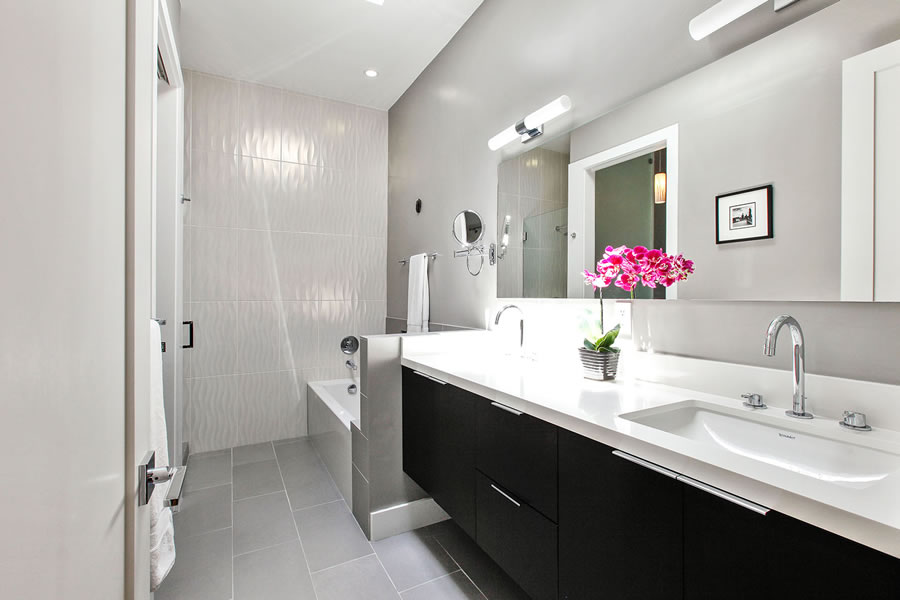 864 Florida Street Bathroom