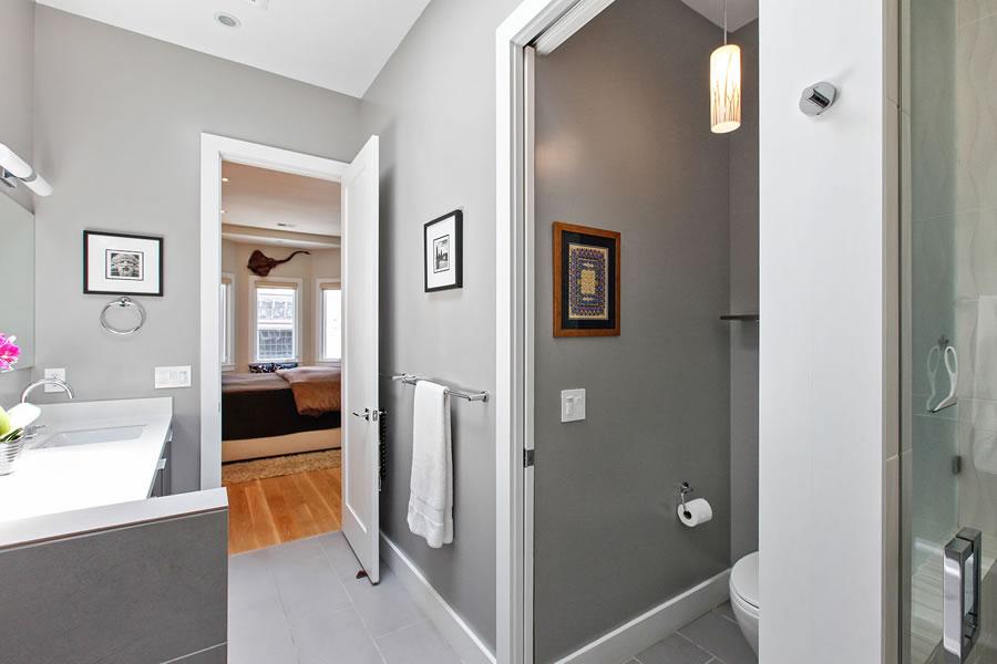 864 Florida Street Bathroom3