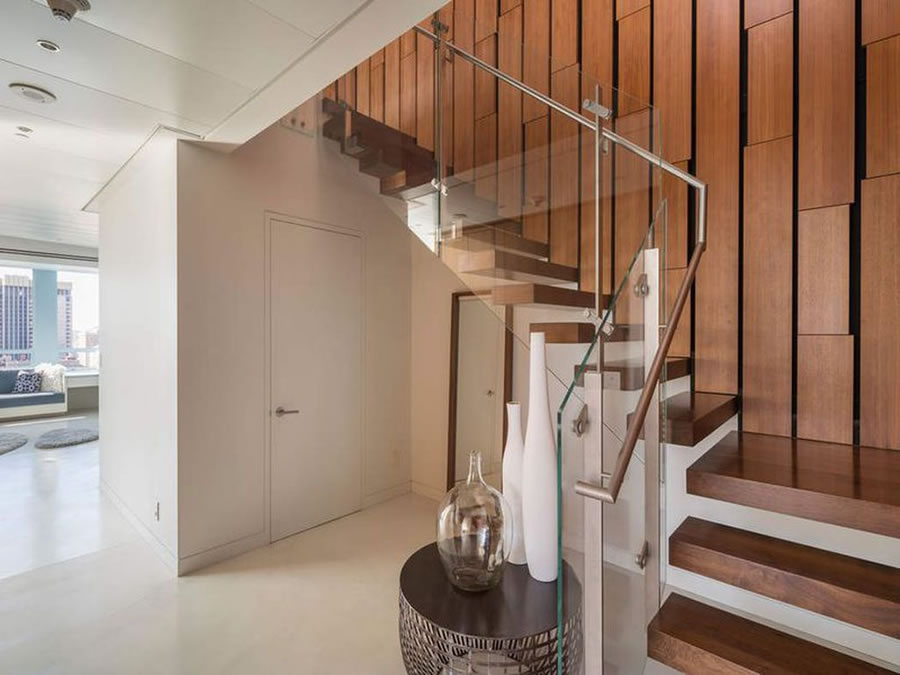 690 Market #2402 2018 - Stairs