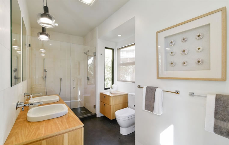 300 Sussex Street Bathroom