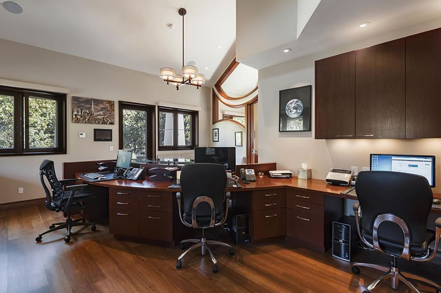 27500 La Vida Real Office