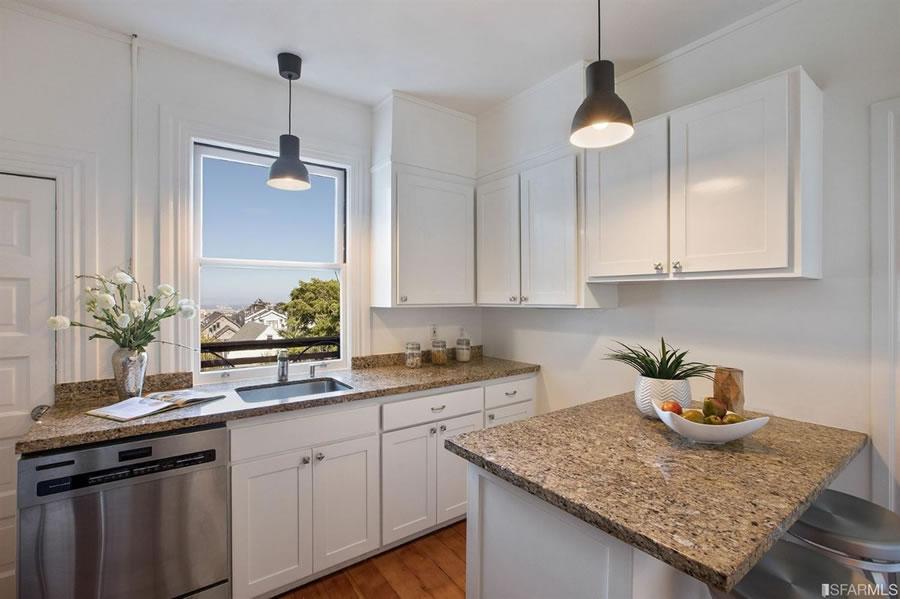 437 Hoffman 2018 - Kitchen