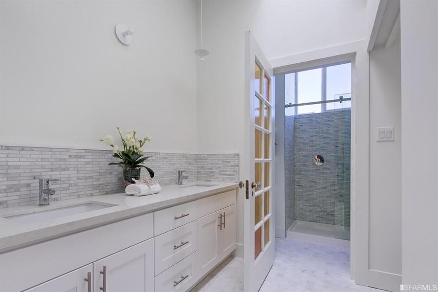3753 17th Street 2018 Bath