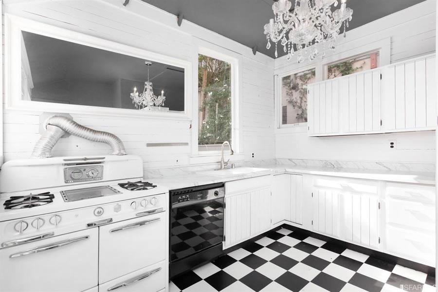 4547 20th Street Kitchen