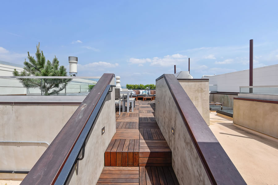 2764 Greenwich Roof Deck Access