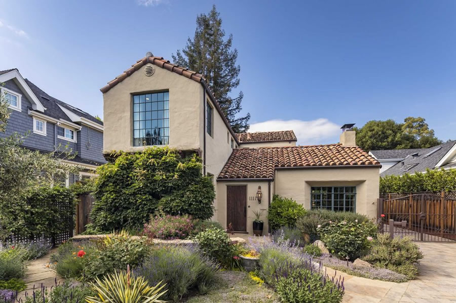 Palo Alto Prestige Trades for Nearly $2 Million Less