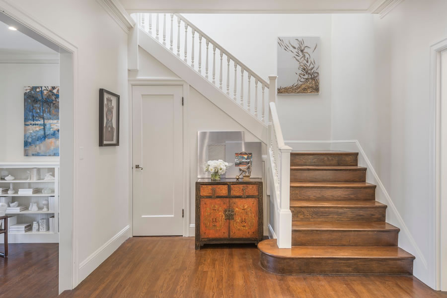3311 Jackson Stairs