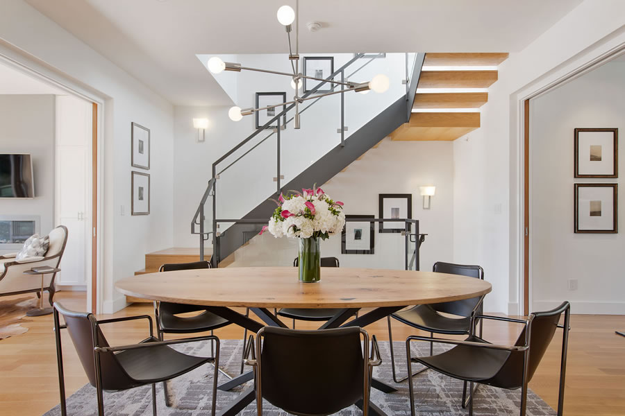 525 28th Street 2018 - Central Stairs