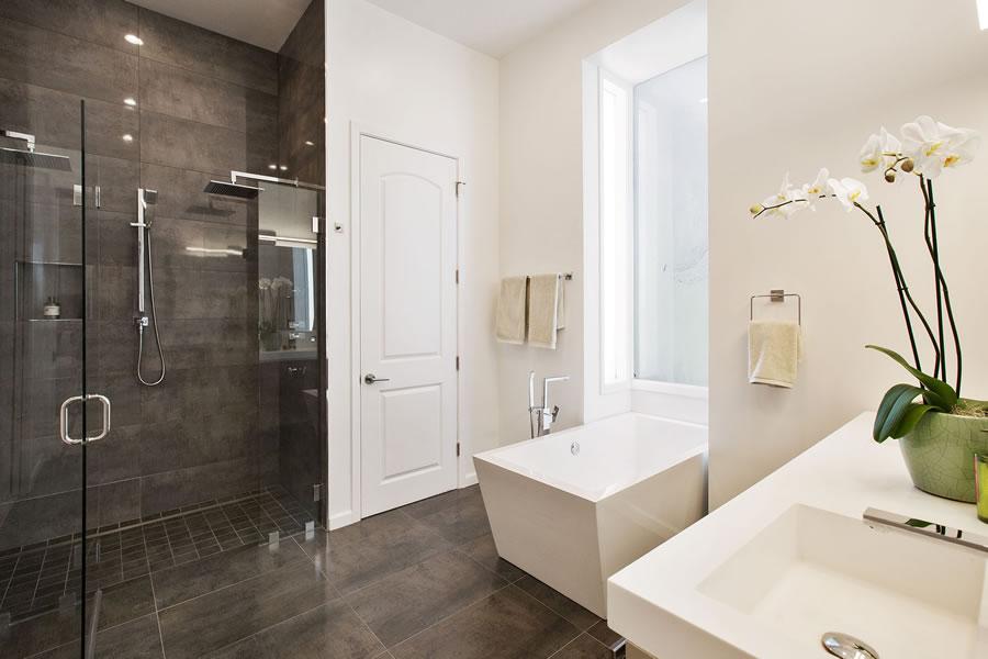1945 Franklin 2018 - Bathroom
