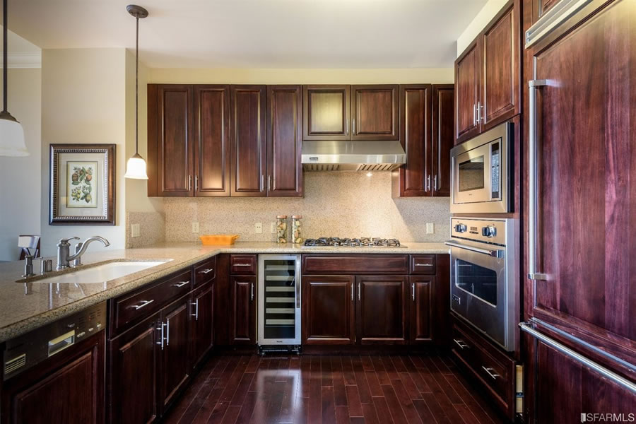 690 Market #1702 - Kitchen